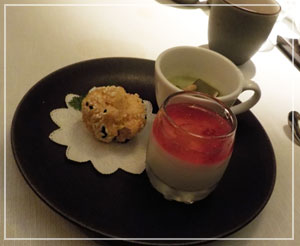 パレスホテル東京「琥珀宮」にて、デザートは三種盛りで。
