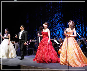 パレスホテル東京、ニューイヤーオーケストラディナーにて。とても華やか。