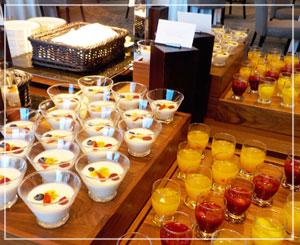 「パレスホテル東京」の朝食会場。きれいきれい♪