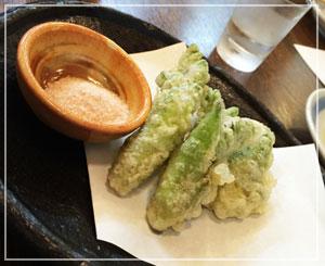 高円寺「幸寿司」にて、たらの芽の天ぷら。ほろ苦さが春の味~。