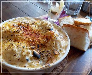 津田沼「ワイガヤ」にて、「白子と白味噌のグラタン」。びっくりするほど白子たっぷり、野菜もたっぷり。