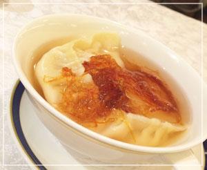 横浜ベイシェラトン「香港的ナイト飲茶バイキング」にて、やっぱり食べておかないとねのツバメの巣入りスープ餃子!