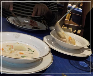 赤坂見附「レストランストックホルム」にて、サーモンとポテトのスープ。