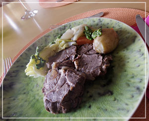 どどーんと、和牛すね肉のボッリート。