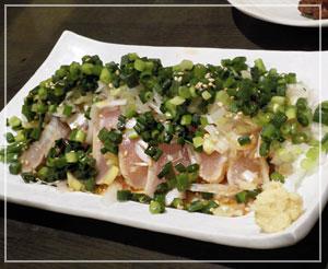 渋谷「九州酒場だんだん」にて、地鶏の葱まみれたたき。これも美味しかった♪