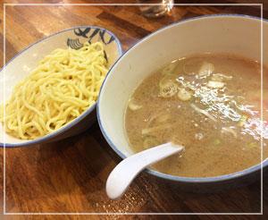 津田沼「必勝軒」、魚介系強調スープの、こちらは「もりそば」。