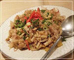 香川の坂出名物「ぴっぴ飯」。うどん入りの焼き飯、面白くて美味しかった♪