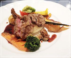 「神戸屋レストラン」にて、メインのおかずはタリアータを選択。お肉、しっかりうまうまやよ!