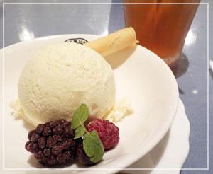 「神戸屋レストラン」にて、デザートと食後のお茶。シガークッキーが良い感じ♪