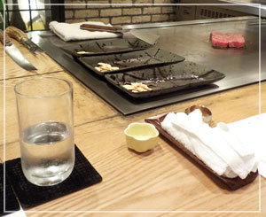 浅草橋「ステーキハウス柳鳳」にて、これから肉を焼きますよー。