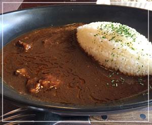 初めて食べた、「肉の万世」のハヤシビーフ。お肉ごろごろ。
