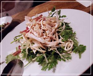 桜木町「青龍門」でお疲れさま会。香菜と干し豆腐の台湾サラダが幸せー。