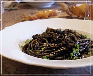 玉緒さんの料理教室、「いか墨のパスタ」は、今日はリングイネで。