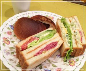 とてもとても久しぶりの木村屋ペストリーショップのサンドイッチ。相変わらずの美味!