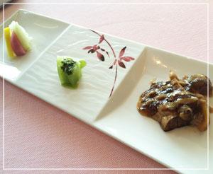 日本橋「SENSE」にて、季節野菜の前菜。ここのピクルス、美味しいんです。