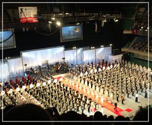 自衛隊音楽まつり、全出演部隊が整列したフィナーレ。壮観。