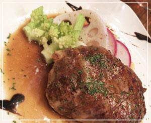 最後にうっかり「鹿肉ハンバーグ」。ものすごくワイルドな味でした。でも美味しい!