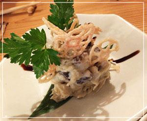 津田沼「鈴家」にて、鹿肉と里芋のサラダ。ジビエよジビエ♪