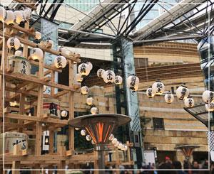 六本木ヒルズ「CRAFT SAKE WEEK」にて。白木の櫓がかっこいい。