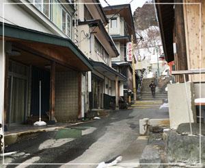 こんなに雪の少ない2月の蔵王温泉は初めてかも。春先のような光景でした。