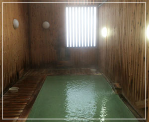 蔵王温泉「上湯共同浴場」。浴槽が一番広いのはここ。濃厚なのもここ。