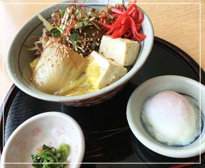 蔵王温泉「新左衛門の湯」にて、蔵王牛めし丼のひるごはん。
