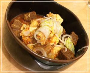 山形「冷麺さくら」の黒毛和牛ピリ辛煮込み。豆腐たっぷりー♪