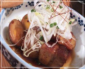 やっと食べられた豚バラ肉の角煮。美味しく煮えてました♪