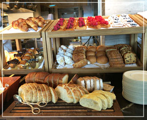 ザ・リッツ・カールトン東京の朝御飯。パンがどっさり!デニッシュも美しい……♪
