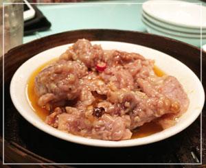私の大好物、「骨付きスペアリブの豆鼓蒸し」。これも安心して食べられる懐かしいような味わい。