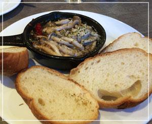温前菜がボリュームたっぷりで。まずはアヒージョから。