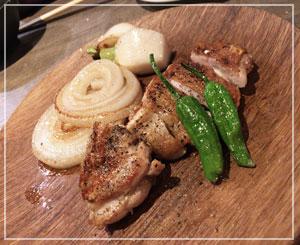 玉ねぎがとても甘くて美味しかった、大山鶏のグリル。