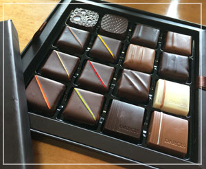 「DARCIS」のチョコレート。シンプルかつ上品な外見で良い感じ。