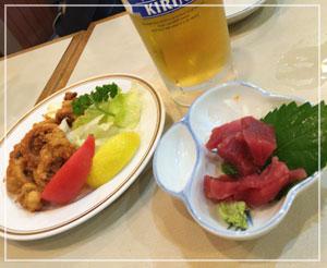 津田沼パルコ内「うえだ」にて、なかなか幸せな生ビールセット。