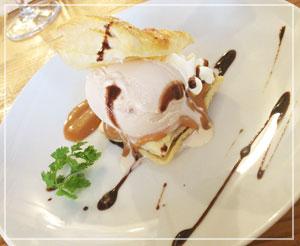 焼きたてパイに美味しいアイスの幸せデザート。