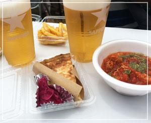 津田沼ふれあい夏祭り」にて、「コモ食堂」提供のキッシュ&トリッパ。