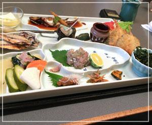 伊東「和食かっぽれ」の小鰺づくし膳。これもとっても魅力的。