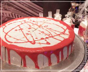 「血塗られたムースケーキ」。もっとこう、血しぶきが欲しい、とか。