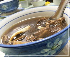 ものすごい漢方香だった、薬膳スープ。