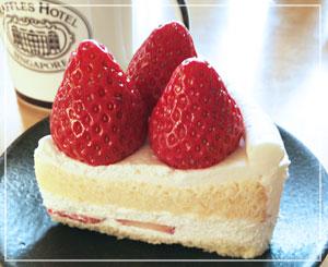 その名も「ザ・ショートケーキ」。1切れに苺が3つ!