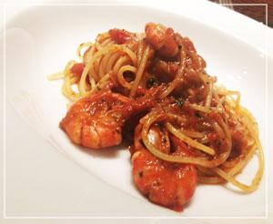 「プッタネスカ」というより「海老パスタ」!?というほどの海老の存在感だったスパゲッティ。