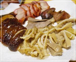 横浜中華街「金陵」のモツ盛合せとか、焼鴨とか
