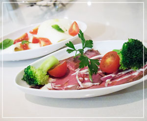 「神戸屋レストラン」にて。前菜は3種類からの選択。