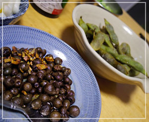 初めて調理して食べた「むかご」。ぽくぽくしていた美味しいです。枝豆も。