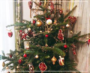 今年のツリーの飾りはクラシックな手持ちのオーナメントで。