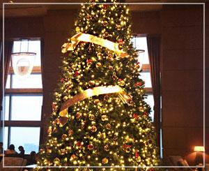 ザ・リッツ・カールトン東京のツリーは、ドルチェ&ガッバーナのオーナメントによるもの。綺麗!
