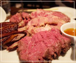 いつもの肉盛りも、いつもの美味しさ。