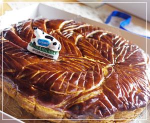 アンシンメトリーなパイの模様も美しい、エシレのガレット・デ・ロワ。