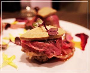 「原価ビストロBAN!」にて、やっぱりこれは食べときましょうと、1貫500円のフォアグラ寿司♪
