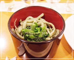 食事は「あだち菜うどん」。小松菜の別名らしいです。